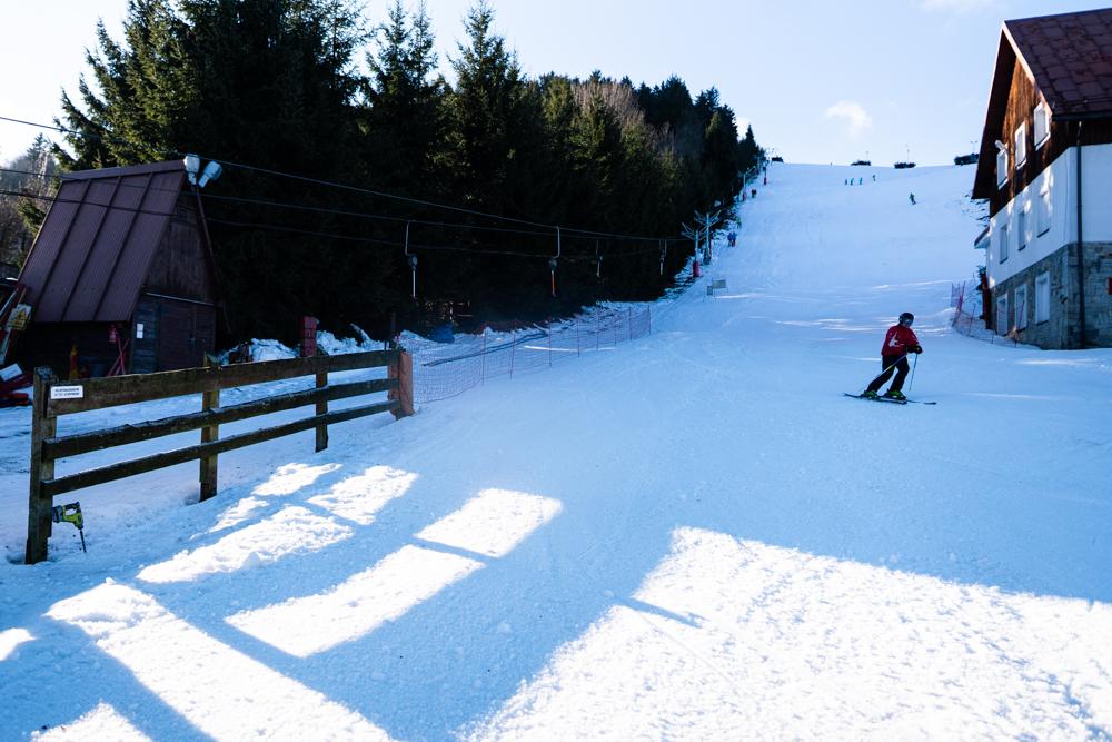 W Rzeczce, w Gminie Walim, można pojeździć na nartach.