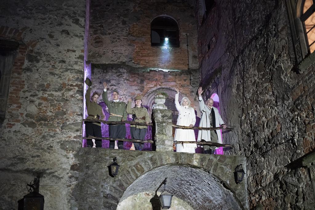 Nocne zwiedzanie Zamku Grodno ze szczyptą dreszczyku i tajemnicy.